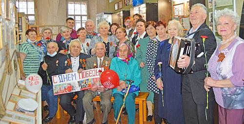 Участники встречи в Яренском музее сделали фото на память